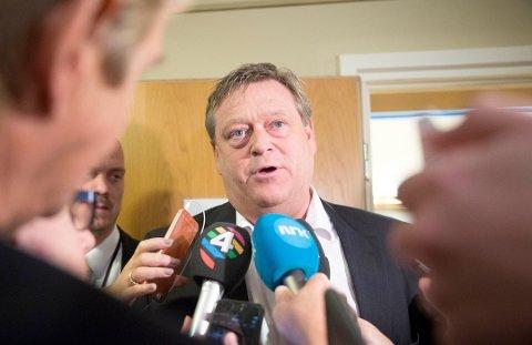FISKERIMINISTER: Harald Tom Nesvik mener vedtaket i kommunestyret har liten betydning per nå. - Men det sender et negativt signal til næringen, sier han til Nordlys