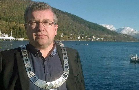 - Innad i kommunepolitikken er det nå så mye personstridigheter, destruktivitet, skittentøyvask, personangrep, dårlig kjemi at det er ødeleggende, sier ordfører Dan-Håvard Johnsen i Lyngen kommune.