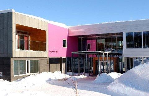 KOMMUNENE SKAL BESTEMME: Elevene på Breivang videregående var blant de som nå har fått beskjed om å komme på skolen etter at fylkeskommunens snudde og fjernet sitt tiltak om digital undervisning
