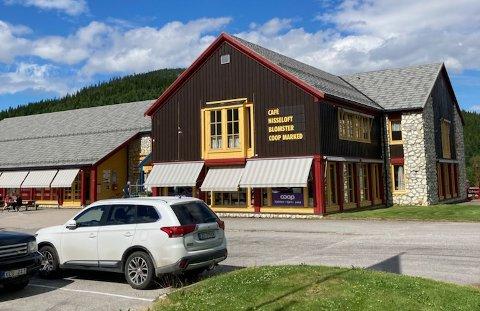 PÅFYLL: Coop-butikken på Holmensenteret i Namsskogan er et kjent stoppested for mange turister som ferdes langs E6 i Trøndelag.
