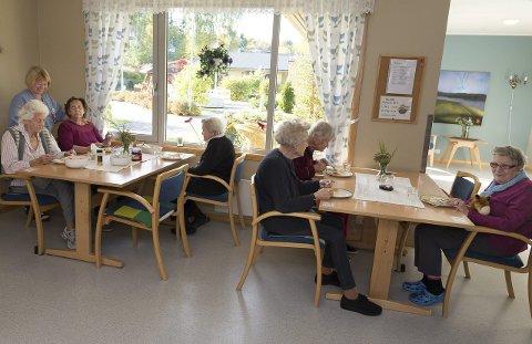 Middagsro: Nå serveres middagen klokka 15.30. Medisinutdelingen, som tidligere foregikk under middagen, skjer nå under et mellommåltid klokka 13.30.