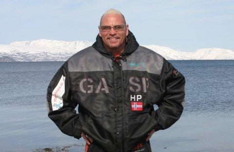 VAR REISENDE I VOLD: Hans Petter Martinsen var reisende i vold. Nå reiser han med det glade budskap.