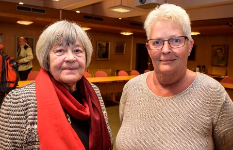 TESTAMENTARISK GAVE: - Vi liker ikke at en testamentarisk gave til sosiale tiltak blant eldre settes av til bundet investeringsfond, sier kommunestyrerepresentantene Kari Marie Hammerstad (t.v.) og Bjørg Haugen Rønningen.