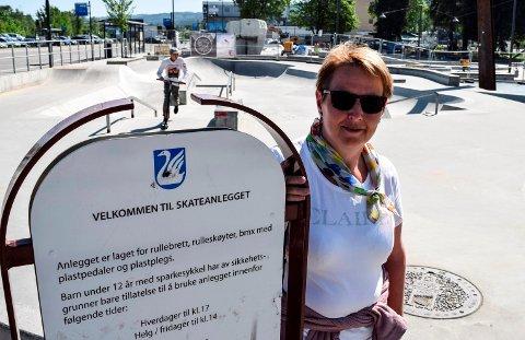 Skateanlegget i Gjøvik sentrum kan få åpent og gratis trådløst internett. - Vi er opptatt av å gi innbyggerne god internettdekning både der de bor og der de samles, sier kommunalsjef Marit Lium Dalborg.