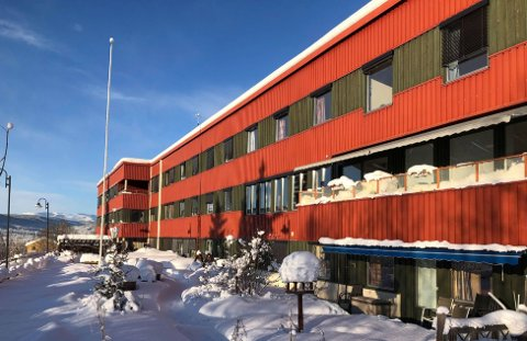 MULIGHETER: Nå står Øystre Slidre Sjukeheim tom, og kommunen ser nye muligheter i bygget. De jobber for at bygget skal huse en ny folkehøgskole.