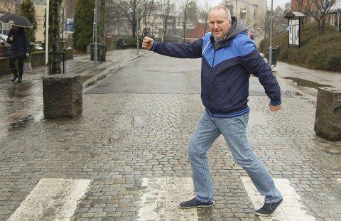 På vei: Standupkomikeren Hans Morten Hansen er på vei til Kolben i morgen med «50 shades of Hansen». – Hilsen til dem som ikke får billetter denne gang: Jeg kommer igjen neste år. foto: ole kjeldsberg Endresen