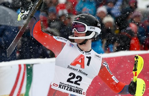 JUBLET: Jonathan Nordbotten hadde all grunn til å feire i snøværet i Kitzbühel søndag.