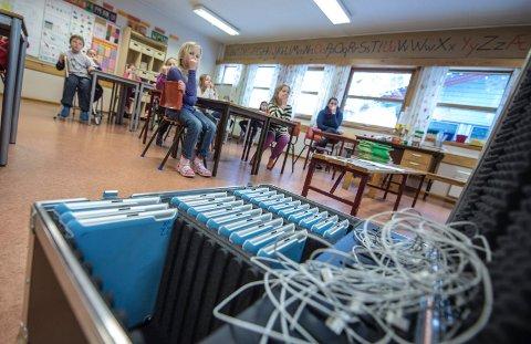 Vi erfarer at det skjer en nedbemanninger i Ås-skolen, ikke fordi rektorene vil, men fordi de må, skriver lederen i utdanningsforbundet i Ås.       ILLUSTRASJONSFOTO