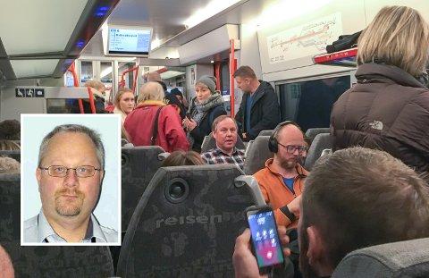 Bildet er tatt ïnne på Mysen toget av Åge Andreassen (innfelt) mellom Nationaltheateret og Oslo S på en vanlig hverdag i våres.