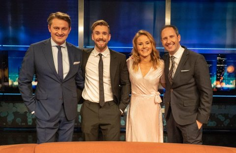 Helene Olafsen sammen med nye og gamle programledere i Senkveld. Foto: TV2.