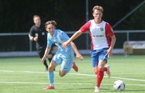 TO SCORINGER: Emil Hennig (t.v.) scoret to ganger mot Nordstrand lørdag. Her i aksjon i kampen mot Lyn forrige helg.