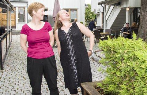 I år også: Produsent Marianne Moen og sanger Kjersti Kongssund lover igjen gode operaopplevelser i koselig bakgård. Nå mellom Glassmesteren og Big Horn.foto: per albrigtsen