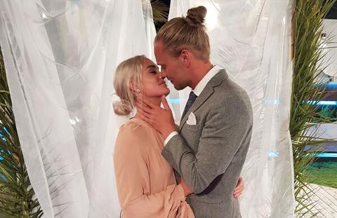VINNERE: Andrea Sveinsdottir og Morten Dalhaug ble torsdag kåret til Norges vinnere av Norges første sesong av «Love Island».
