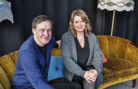 REKORDÅR: Kulturhussjef Andreas Gilhuus og markedssjef Linn Ambjørnsen på kulturhuset Bølgen kan juble over rekordmange besøkende i 2019.