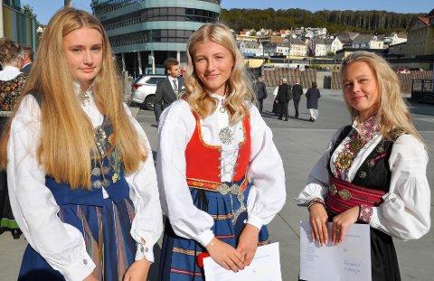 KONFIRMANTER: Etter måneders venting kunne Lisa Pedersen, Frida Halland og Luna Pedersen endelig stå til humanistisk konfirmasjon lørdag 19. september.