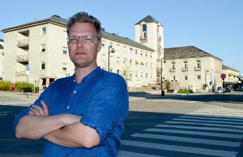 SER MULIGHETER: Arkitekturjournalist, forfatter og byrefser Ronny Spaans mener Elverum har store muligheter når det gjelder god byutvikling. (Foto: Bjørn-Frode Løvlund)