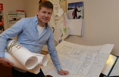 SER BRA UT: – Vi har bra med jobb nå, og det ser bra ut for nærmeste framtid, sier daglig løeder ved Våler Bygg AS, Jan Ivar Skjæret.