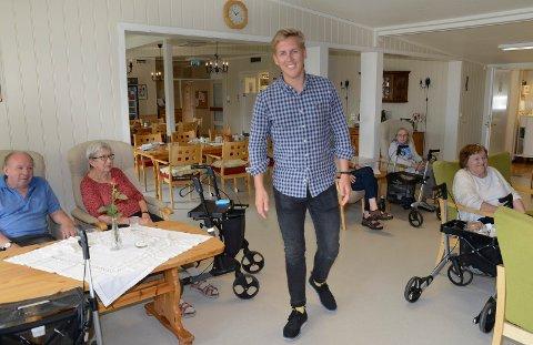 LIKTE DET: Beboerne ved Sønsterud bofellesskap likte det de hørte fra Kristian Botten Pedersen. De er glade for at flere politikere nå slutter seg til det ikke minst Per Roar Bredvold har frontet i flere år, nemlig at bofellesskapet skal eksistere videre.