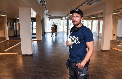 HER SKAL DET TRENES: Robert Paulsbyen har tatt over de tidligere butikklokalene i Leiret, og er i full gang med å planlegge treningssenteret sitt.