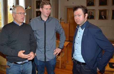 UENIGE: Frps Dag Martin Bakken (til venstre) sa nei, mens  Magnus Stenseth (Ap) og Yngve Sætre (H) sa ja til at Elverum kommune skal ta imot minst 15 flyktninger i 2021.