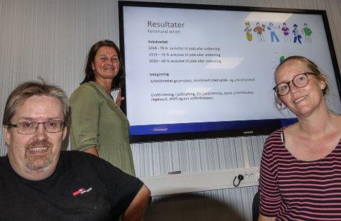BLE IMPONERT: Stortingskandidat Lise Selnes, til høyre, ble imponert over det hun hørte og så ved Atico. Til venstre ansatt Svein Olav Tandberg og daglig leder Toril Moen.
