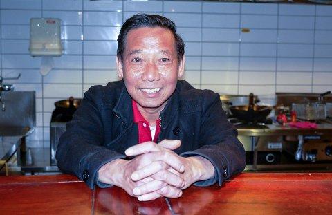 SERVICE: Hieu Vu Trung har servert porsgrunnsfolk kinamat i over 30 år. Nå går det mot slutten.