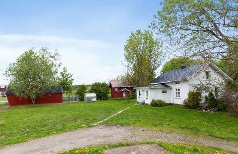 Småbruket i Bærbyveien er blant 26 eiendommer som fikk ny eier i oktober.