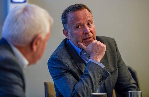 Per Martin Knutsen gikk av som sykehusdirektør i 2017. Her kommer han med sitt syn på det siste styremøtet og prosessen som har vært.