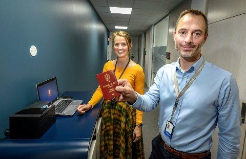 Tor Magne Aanonli og Åse Lantz-Juløy i Sparebank1 om reautentisering av ID og bankid. - Det er viktig å fortelle om dette, også fordi ikke kundene skal tro at e-posten eller brevet de får fra oss ikke er ekte.