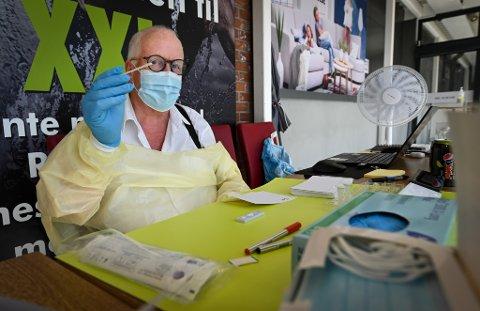 I flere måneder har dr. Lars Røed sørget for åpen teststasjon for Covid 19 hurtigtest inne på Obs.