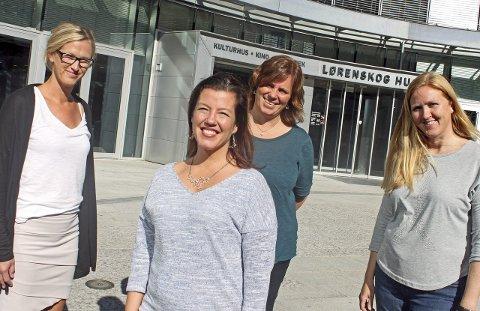 FORTSATT FORELDRE: Helsesøstrene Kristin Hornbæk-Simonsen (t.v.), Kjersti Kristiansen og Cecilie Forstrøm går i gang med nye kurs for skilte foreldre i høst. Anja Holt (foran) deltok på kurs i våres, kort tid etter at hun og mannen separerte seg. Foto: Britt Hoffshagen