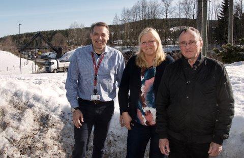 MØTE: Næringssjef Asbjørn Flo, daglig leder i næringsrådet, Hilde Thorud, og daglig leder i Haukelivegen AS, Birger Skårdal, ser fram til nytt møte om samferdsel i Røyken.
