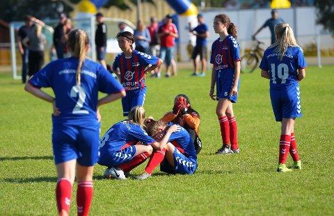 Enorm skuffelse: Jentene fra Hyggen/Huringen klarte ikke å skjule sin skuffelse etter at drømmen om Norway Cup endte i kvartfinalen mot Skeid fredag formiddag.