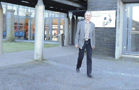 Ikke passive: Rektor ved SVGS, Harald Møller, vil ikke si at skolen ikke har gjort noe for å løse problemene ved skolens kantine. Arkivfoto: Øystein Styrvold