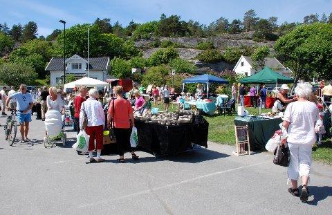 Folksomt: Markedsdagen i Ula pleier å være godt besøkt. I år er det meldt sol! Her er et bilde fra markedet i 2010.