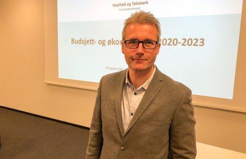 VANSKELIG: Fylkesrådmann Jan Sivert Jøsendal må konstatere at fylkeskommunens driftsresultat var 150 millioner dårligere enn budsjettert ved utgangen av april. Dette kommer oppå en økonomisk situasjon som var utfordrende fra før.