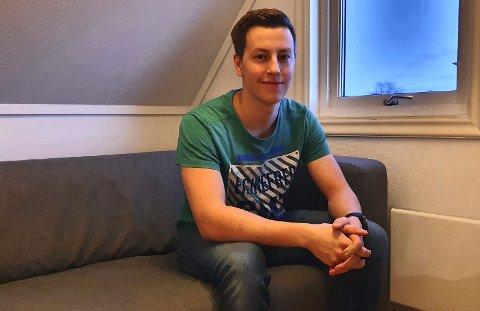 VIL HJELPE ANDRE: Sindre Mikkelsen (22) har valgt en utdanning som vil komme protesebrukere til gode i framtiden.