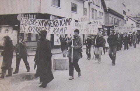 Markering av den internasjonale kvinnedagen i Sandnes sentrum den 8. mars 1982.