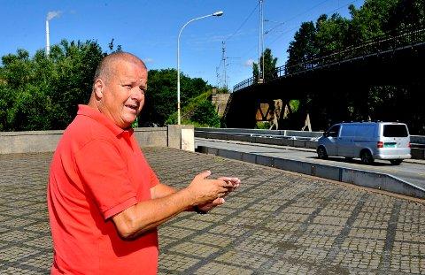 BOMPENGER: Stein Erik Westlie godtar at ny  Sarpsbrua blir bygd med bompenger.