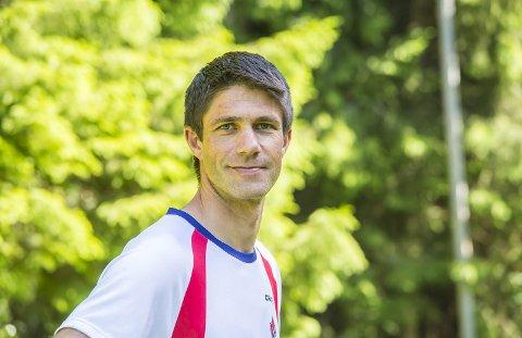 Pål Asbjørn Kullerud (40) stortrives som idrettsglad familiemann, lokomotivfører og trener.