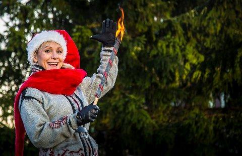 JUL: Regine Hansen hos iSarpsborg gleder seg til jul. Lørdag 25. november er det duket for den tradisjonelle julegateåpningen i sentrum.