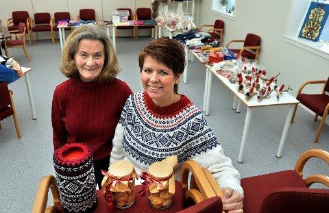 TIL HELGEN: Dagny Vethal og Annika Filtvedt gleder seg til helgens julemesse i Varmestuas lokaler.