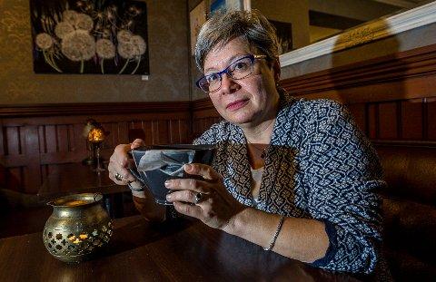 MØRBANKET: Monica Gåsvatn var på jobb tirsdag, men føler seg fortsatt mørbanket etter at hun mandag ble forgiftet av rødskrubb..