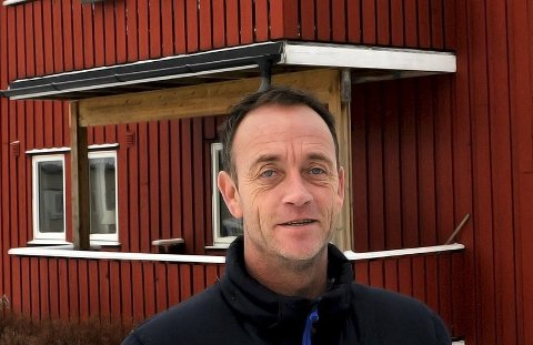 LØSNING: Teamleder hos kommunens boligkontor, Robin Brynildsen, mener nå å ha funnet en løsning på støyproblemene i et boligområde i Sarpsborg.