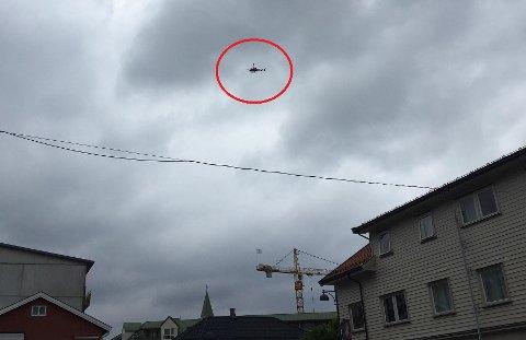 Mange har sett helikopteret fly lavt over Mysen sentrum.