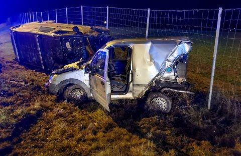 VRAK: Begge bilene fikk store materielle skader.