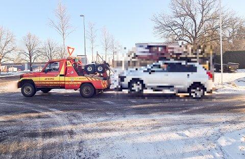 TAUET: Bilen ble tauet bort av Viking.