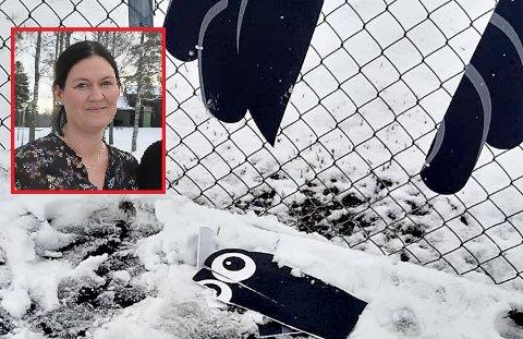 HELT NYE: Bestyrer i Finlandsskogen barnehage, Eirin Solberg (innfeltet), er skuffet over at noen har ødelagt de nye tavlene i barnehagen. Hun tror at hærverket trolig har funnet sted søndag ettermiddag/kveld.