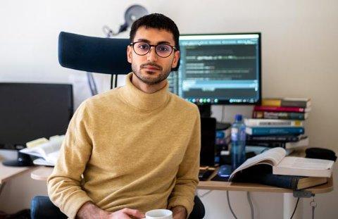 BLI MED: - Hjelp oss med ei heilt unik datainnsamling så vi kan betre folks psykiske helse i krisetider, oppmodar Omid Ebrahimi.