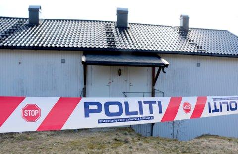 FUNNET DØD: 58-åringen som ble funnet død ved 16.30-tida tirsdag, bodde i en kommunal leilighet i Drangedal.